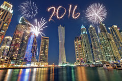 Feux d'artifice 2016 de nouvelle année de Dubaï Images libres de droits