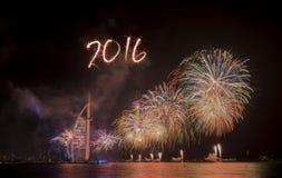 Feux d'artifice 2016 de nouvelle année de Dubaï Image stock