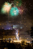 Feux d'artifice de nouvelle année en Brasov, Roumanie Images stock