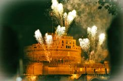 Feux d'artifice de Rome par le castel d'ange Photos stock