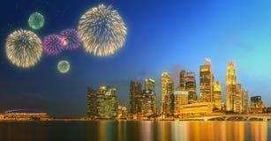 Feux d'artifice en Marina Bay, horizon de Singapour Photographie stock libre de droits