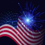 Feux d'artifice et drapeau bleus rayonnants des Etats-Unis Images libres de droits