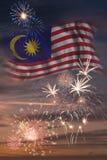 Feux d'artifice et drapeau de la Malaisie image libre de droits
