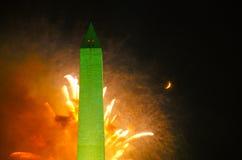 Feux d'artifice et Washington Monument, 4ème de juillet Photographie stock libre de droits