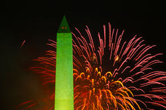 Feux d'artifice et Washington Monument, 4ème de juillet Photographie stock