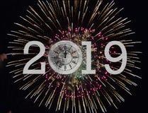 Feux d'artifice d'horloge de la nouvelle année 2019 Photo stock