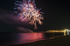 Feux d'artifice la nuit Photos stock