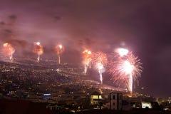Feux d'artifice magnifiques de nouvelle année à Funchal, île de la Madère, Portugal Image libre de droits