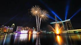 Feux d'artifice pendant l'ouverture 2010 de Jeux Olympiques de la jeunesse Photo stock