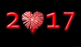 2017, feux d'artifice rouges sous forme de coeur Image stock