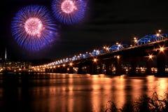 Feux d'artifice spectaculaires en fleuve de Han Photos libres de droits