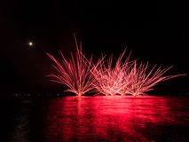 Feux d'artifice sur la mer Photographie stock libre de droits