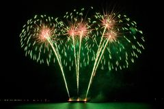 Feux d'artifice verts Images libres de droits