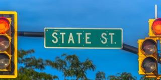 Feux de plaque de rue et de signalisation à Salt Lake City photographie stock libre de droits