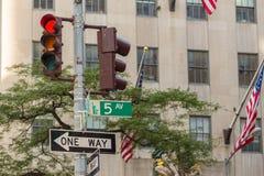Feux de signalisation dans les rues de Manhattan Photographie stock libre de droits
