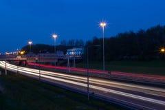 Feux de signalisation de nuit Photographie stock