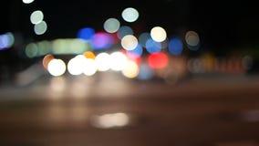 Feux de signalisation Defocused de nuit, tir en Corée du Sud clips vidéos