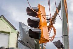 Feux de signalisation provisoires détruits par la tempête Friederike à la rue croisant Schonnebeckhoefe, bonjour rue et photo stock