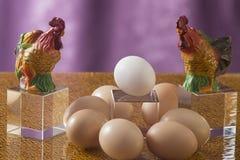 Few jajka na jaskrawym tle Obrazy Royalty Free