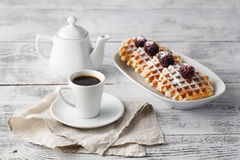 Few opłatki na stole z jagodami i kawą obraz royalty free
