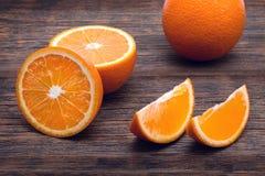 Few pomarańcze na stole fotografia royalty free