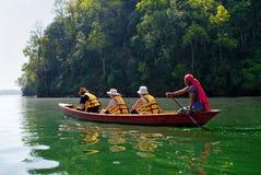 Fewa湖的游人在博克拉,尼泊尔 免版税库存图片