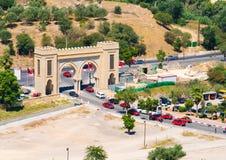 Fez - Марокко строб города старый Вход к старым medina и tra Стоковое Изображение