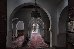 FEZ, MAROKKO - 18. FEBRUAR 2017: Nicht identifizierte Leute im Medina von Fez Stockfoto