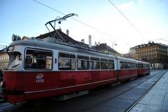 Öffentlicher Transport auf den Straßen von Wien, Österreich Stockbilder