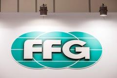 FFG-logotecken som skrivs ut på baner FFG GmbH Werke är ett tyskt fabriks- företag av bransch för maskinhjälpmedlet Arkivfoto