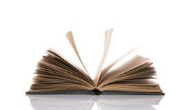 Öffnen Sie altes Buch auf weißem Hintergrund Lizenzfreie Stockfotos