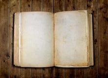 Öffnen Sie altes unbelegtes Buch Stockbild