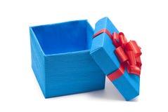 Öffnen Sie blauen Geschenkkasten mit rotem Bogen Stockbild