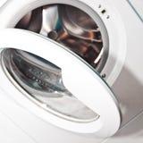 Öffnen Sie die Waschmaschinentür Stockbilder