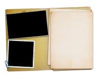 Öffnen Sie Weinleseordner mit zwei alten Fotografien, Stockfotografie