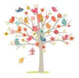 Fågelfamilj på ett träd Arkivbilder