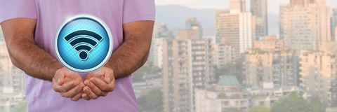 Fi ikony i mężczyzna z ręki palmą otwartą w mieście Zdjęcia Stock