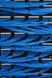 Fiação e trabalhos em rede do cabo de LAN no centro de dados Fotografia de Stock Royalty Free