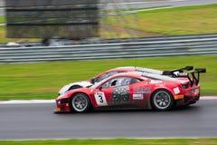 FIA GT1 di Mclaren e del Ferrari GT alla corsa fotografie stock libere da diritti