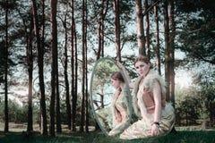 Fiaba meravigliosa di concetto con la bella ragazza in paese della m. Fotografia Stock Libera da Diritti