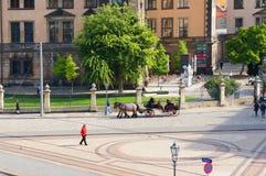 Fiacre на улице Sophien в Дрездене Стоковая Фотография