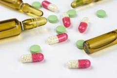 Fiale e pillole mediche Fotografia Stock Libera da Diritti