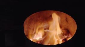 Fiamma Burning Fondo del fuoco di accampamento Carboni caldi Fuoco Carboni del fuoco di legno, fondo rosso caldo dei carboni Carb stock footage