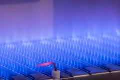 Fiamma del gas dentro della caldaia a gas fotografie stock libere da diritti