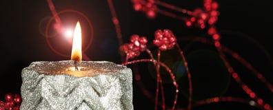 Fiamma di candela bruciante di Natale Fotografie Stock Libere da Diritti