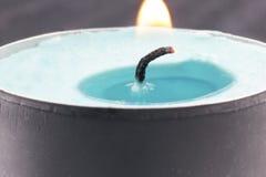 Fiamma di una fine della candela su Fotografie Stock