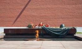 Fiamma eterna alla tomba del soldato sconosciuto Fotografia Stock Libera da Diritti