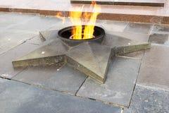Fiamma eterna del monumento Sul quadrato dei combattenti caduti Fotografie Stock Libere da Diritti
