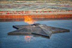 Fiamma eterna - simbolo della vittoria nella seconda guerra mondiale Fotografie Stock