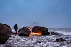 Fiamma sulla spiaggia Immagine Stock